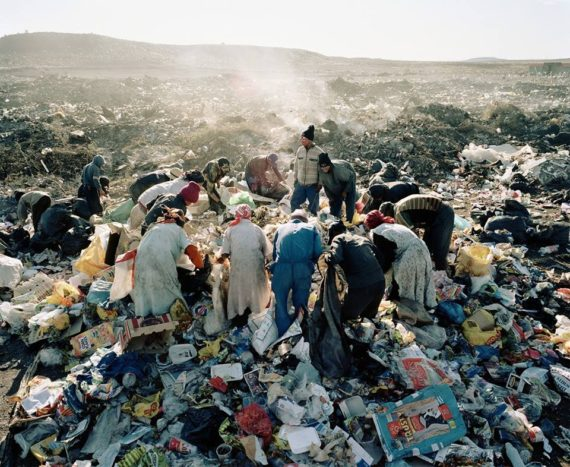 Residents, Vaalkoppies (Beaufort West Rubbish Dump), 2006 (Mikhael Subotzky, courtesy Goodman Gallery).