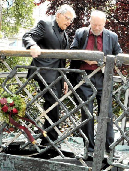 Mécs Imre és ifj. Donáth Ferenc a Vértanúk terén