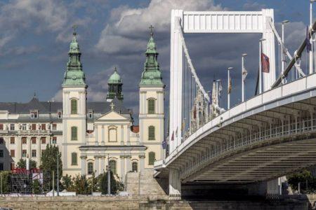 Budapesten megemlékező mise a romák ellen elkövetett gyilkosságsorozat áldozataiért 2017. február 24-én, pénteken, 17 órától, a Nagy-boldog Asszony Templomban
