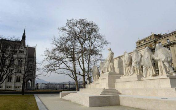 Kossuth téri szoborcsoport -fotó: Múlt-kor