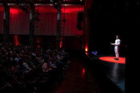 Dordzsceren Csingisz szerint van kiút a bántalmazásból (forrás: TEDxYouth Budapest)
