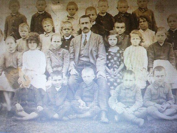 Kármán Irén: dédapám, nagymamám és anyukám egy-egy osztályával a régmúltból