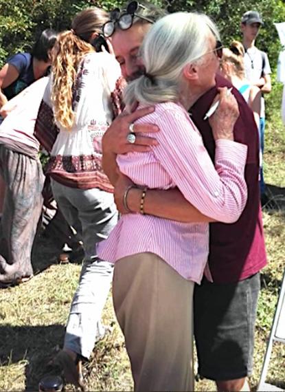 Bojár Iván András és Jane Goodall - Az ölelés