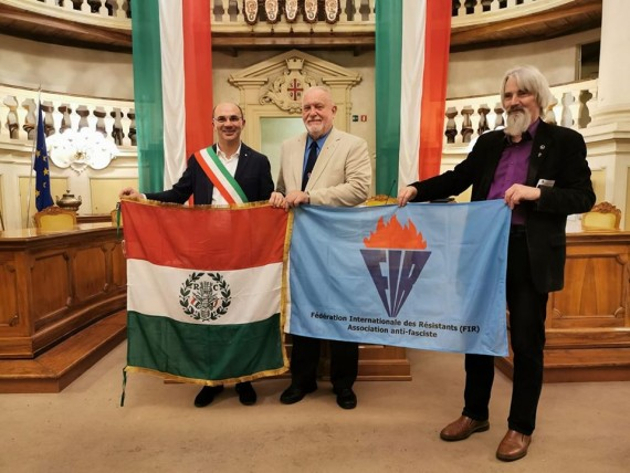 Hanti Vilmos a FIR elnöke középen - fotó: Marton Levente