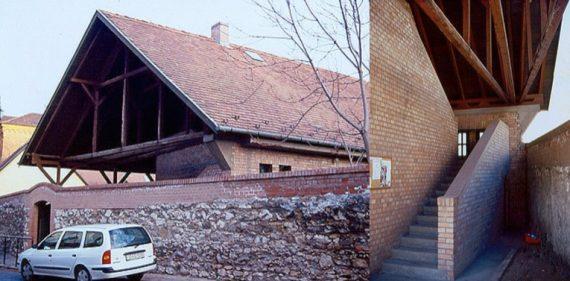 Újlak, plébánia - fotó: Bojár Iván András
