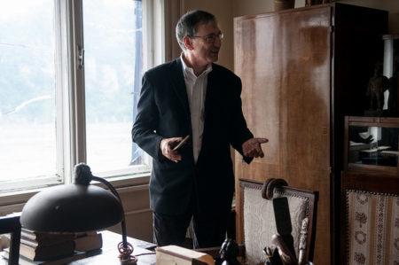 Az irodalmi Nobel-díjas és Budapest nagydíjas Orhan Pamuk szolidaritást vállalt a Lukács Archívummal és az eltávolított Lukács-szoborral. Április 22-én látogatást tett az Archívumban. Fotó - Csoszó Gabriella