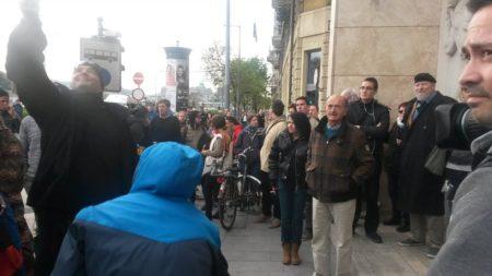 A Nagy Imre Társaság Budapesti Szervezete dr. Donáth Ferenc vezetésével Gulyás Márton és társa Varga Gergő kiszabadításáért tüntet