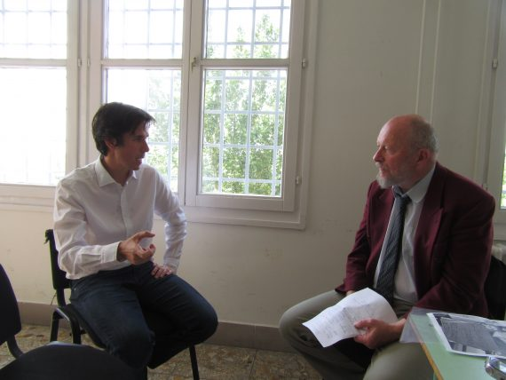 Donáth Ferenc és Czeglédy Csaba beszélgetnek a szegedi börtönben. Fotó: Veres Dávid
