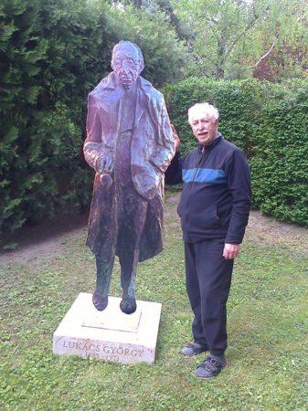 Mátrai István - Lukács György három dimenziós alternatív képe amit a szobor korábbi helyén lepleznek le az 2017. április 30-án 10 órakor - a képen az alkotó