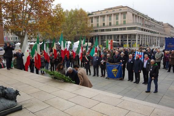 Olasz internetes lapban a FIR koszorúzó menete Reggio Emiliában