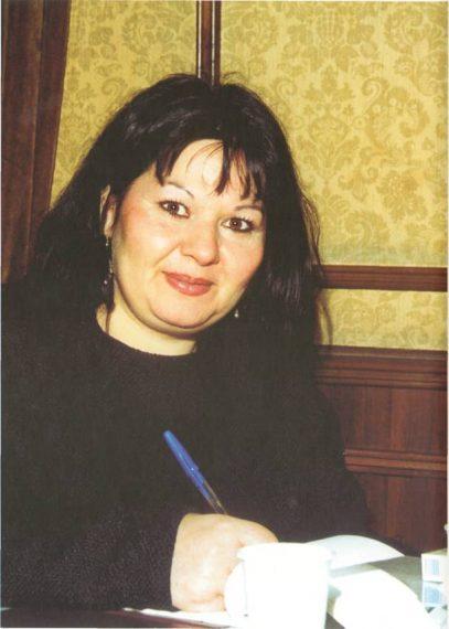 Szécsi Magda (Komádi, 1958. május 9. − ) roma származású magyar keramikus, író, grafikus, festő - fotó: KSH Könyvtár
