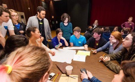 """""""brainstorming"""", azaz közös ötletelés (fotó: Chris Parent)"""